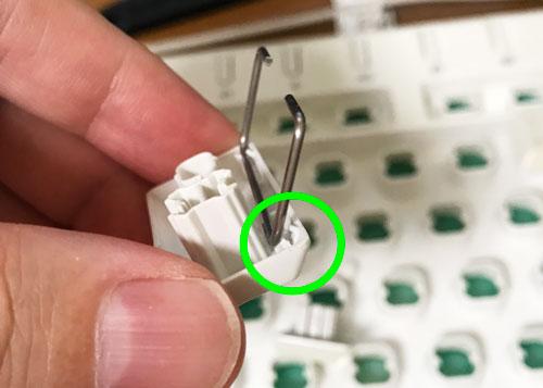 針金固定が折れたキートップ