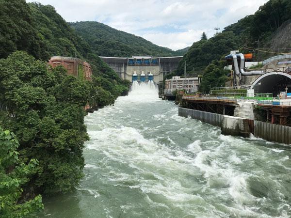 天ヶ瀬ダムの放流