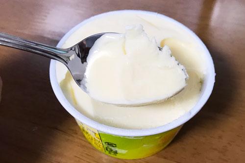 スプーンで掬ったアイス